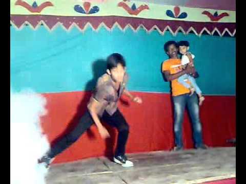 Download bangla concert funny dance HD Mp4 3GP Video and MP3