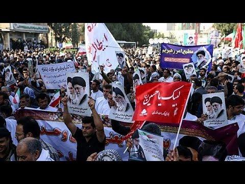 «Στηρίζουμε τον Χασάν Ροχανί» φωνάζουν φιλοκυβερνητικοί διαδηλωτές…