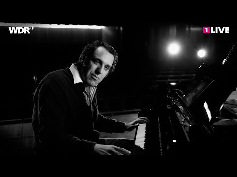 Watch Chilly Gonzales explain why 'Get Lucky' and 'Hold On, We're Going Home' are so catchy