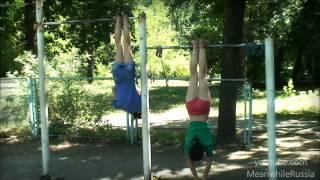 Dwie dziewczyny z Rosji wymiatają na drążku!