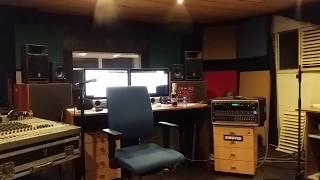 Video Radokaps sedí a připravuje se na své výkony v Honzinově režii :)