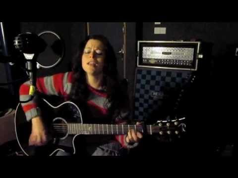 christy kee - Scarborough Fair ( English Folk Song, Acoustic guitar + lyrics ) Download a free Mp3 of this song from here: http://www.facebook.com/pages/Kee-Smith/24591046...