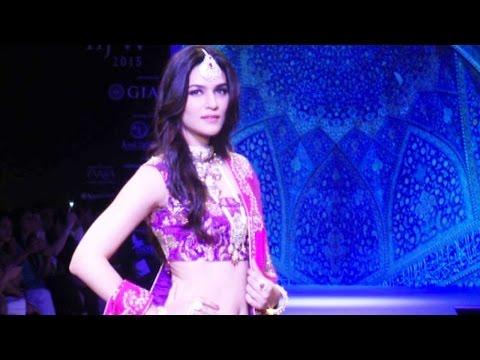 IIJW 2015: Kriti Sanon's Gorgeous Ramp Walk