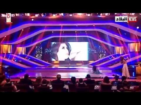 فيديو محرج.. ملكة جمال لبنان تنزلق على المسرح