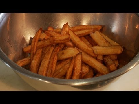 chef secrets - Trendy, pop-up restaurant chef, Ludo Lefebvre, teaches us a trick for making flavorful French fries, how to keep the color in your cooked vegetables, the bes...