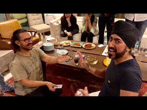 Aamir Khan Plays 2 Card Monte With Magic Singh