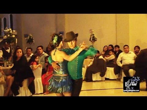 bailes de xv años - Servicios de Foto y Video aquí: http://www.zoncaribe.com Tel. 2619-0924 Cel. 55 2213-3977 Evento efectuado en el Salón Florett 2 en Iztapalapa, México DF. Academia Manhattan. Servicio...