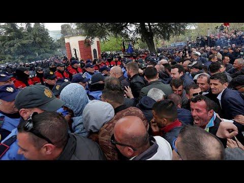 Albanien: Proteste gegen die Regierung - Zusammenstöß ...