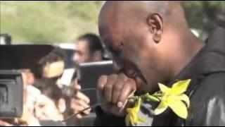 Nonton Amazing!!Air mata Tyrese Gibson untuk meletakkan bunga di tempat kejadian kematian Paul Walker,sedih Film Subtitle Indonesia Streaming Movie Download