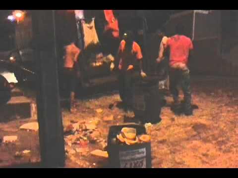 Motorista se nega pegar lixo em via publica em Camacan