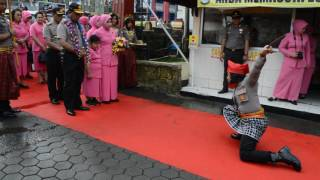Video Bripda Nurfidya Pratista Tuai decak kagum Kapolda Sulsel dalam aksi Angngaru MP3, 3GP, MP4, WEBM, AVI, FLV Desember 2017