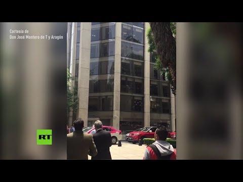 Edificios temblando durante el terremoto en Ciudad de México (видео)