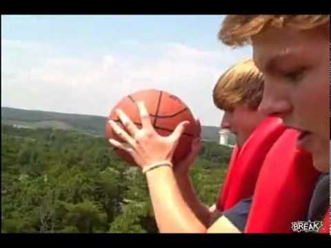 guardate cosa fa questo pazzo con la palla!
