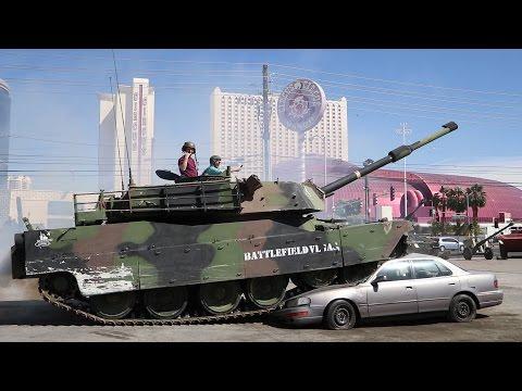 Crushing Cars in a Tank (видео)
