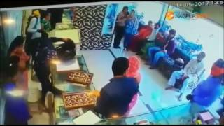 Thieves carrying guns looted a jewellery shop located in Kanhan area