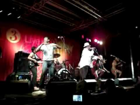 Kanda Bongo Man (WOMAD July 2010) 3_flv