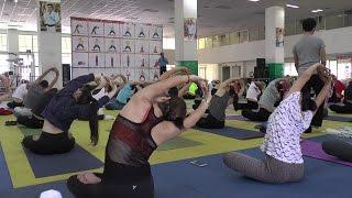Khai giảng lớp Hatha yoga đầu tiên trong năm 2017 🎗 Thể Thao HCMVideo được sản xuất bởi Báo thể thao thành phố Hồ Chí MinhFacebook:  https:// facebook.com/thethaothanhpho/ Website: https:// thethaohcm.vn---------------------------Lớp đào tạo hướng dẫn viên và huấn luyện viên Hatha Yoga sẽ được khai giảng vào thứ bảy 25/3/2017 đến chủ nhật 23/4/2017 ( học thứ bảy và chủ nhật hàng tuần ) tại Nhà tập luyện Phú Thọ số 219 Lý Thường Kiệt, Quận 11. Tuy chỉ diễn ra trong một tháng và vào hai ngày cuối tuần nhưng tại khóa đào tạo này các học viên và HLV sẻ được các thầy cô tại Trung Tâm huấn luyện và đào tạo Yoga chỉ dẫn sâu sắc hơn các bài tập, nâng cao kỹ năng và độ am hiểu về Yoga đương đại.---------------------------Nhấn nút đăng kí để liên tục cập nhật những tin tức thể thao mới nhất ở trong và ngoài nước.Cám ơn bạn đã quan tâm Báo Thể Thao Thành Phố HCM