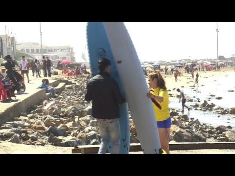 Ab auf's Surfbrett: Marokkanerinnen trauen sich