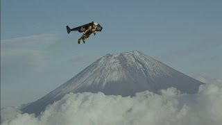Jetman flies over Mount Fuji