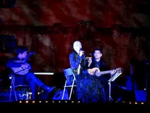 Mariza singing 'Tasco da Mouraria' at the Torre de Belém (видео)