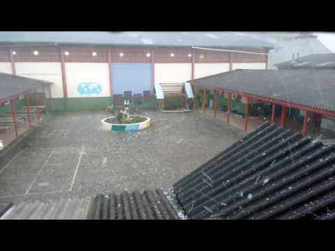 Chuva de Granizo na EEF Bela Vista em Fraiburgo SC. Dia 18/10/16.