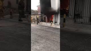 Incendio en una vivienda de dos pisos en el barrio Los Cocos