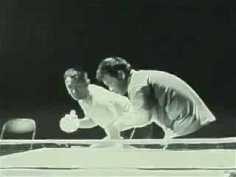 李小龍用雙截棍打乒乓球...太神了