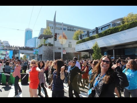 dreamforce - Salesforce.com employees and customers came together for the first ever Dreamforce flash mob. Complete with a special guest appearance by SaaSy! http://bit.l...