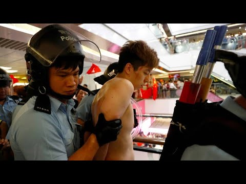 China: Hongkonger Polizei trennt rivalisierende Demon ...