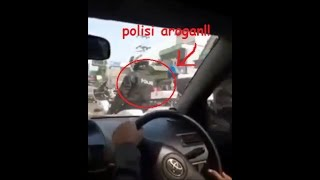 Video Arogan!! Oknum Polisi pengawal Club Moge Pecahkan Spion Mobil Warga Ketika Minta Jalan!! MP3, 3GP, MP4, WEBM, AVI, FLV Juni 2017