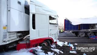 Download Lagu Ravage door ongeval met twee vrachtwagens op de A28 bij Wezep - ©112Hattem.org Mp3