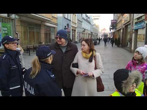 Wideo1: Policja i dzieci ostrzegają starszych mieszkańców.
