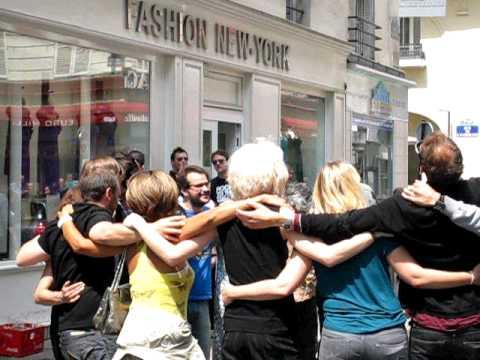 Hommage à Michael Jackson  rue d'hauteville PARIS 10 .We are the World