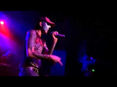 Hollywood Undead - Bottle And A Gun (Live)