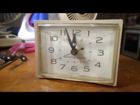 GE (General Electric) analog alarm clock