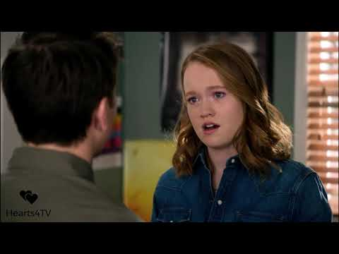 Santa Clarita Diet: Abby and Eric Finally Kiss 💋