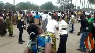 Sr Mwika chante en tshiluba