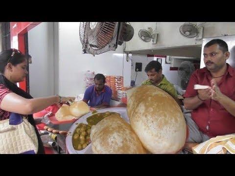 Video Tewari Bro Special Kolkata Bara Bazar | Big Chola Bhatura/Tikia Chola | Best Veg Street Food India download in MP3, 3GP, MP4, WEBM, AVI, FLV January 2017