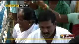 People at Sriperumbudur blockade school demanding transfer the teachers