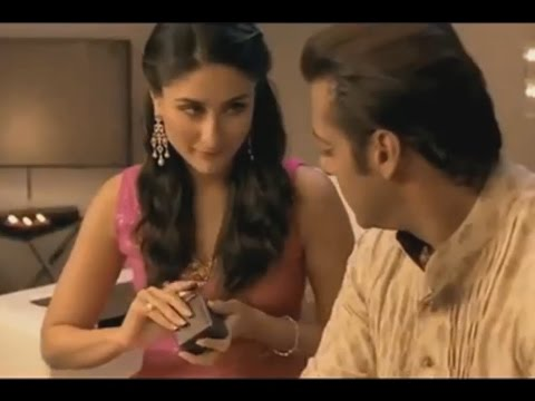 Video 17 Crazy Funny and Beautiful Kareena Kapoor TV Ads Commercial Collections XXVIII download in MP3, 3GP, MP4, WEBM, AVI, FLV January 2017