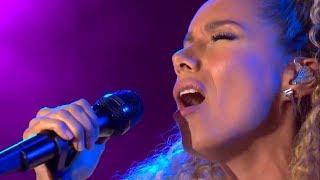 Video Leona Lewis - Bleeding Love - live in Germany on 11th June 2018 (CEBIT 2018) MP3, 3GP, MP4, WEBM, AVI, FLV Juli 2018