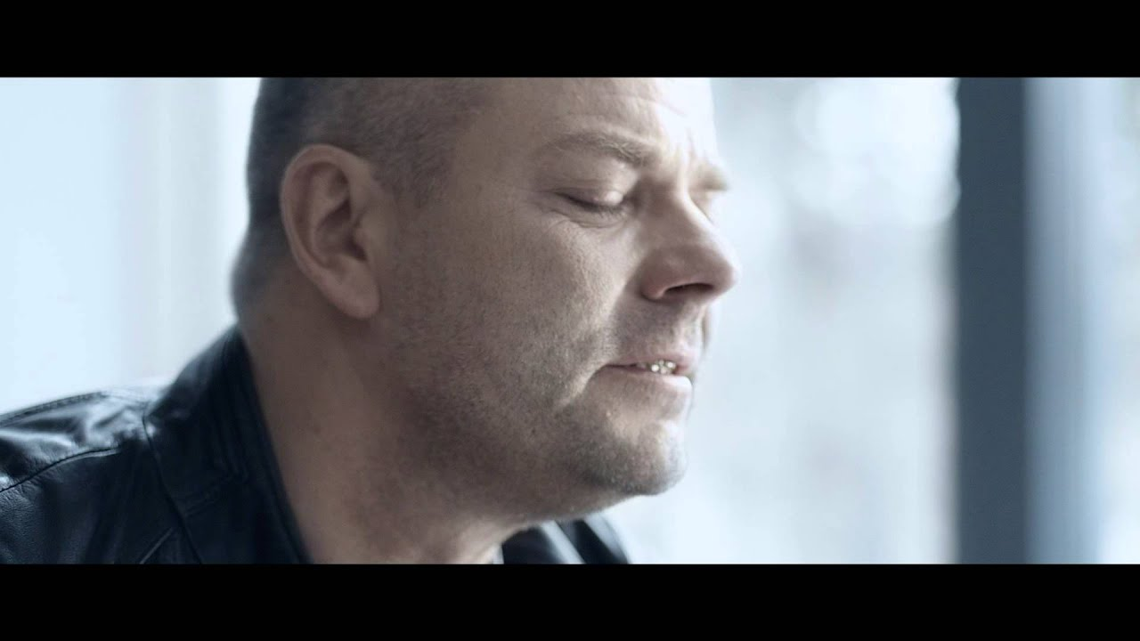 Numi Nummelin: WARNER MUSIC | JARI SILLANPÄÄ