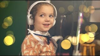 Download Lagu 5 year old Sophie Fatu - Fly Me To The Moon (Frank Sinatra) Mp3