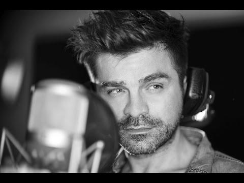 Tekst piosenki Łukasz Zagrobelny - Tylko z tobą chce być sobą po polsku
