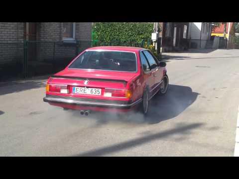 BMW 635CSi smoking tires