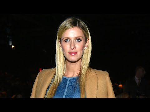 (VIDEO) Paris Hilton Bikini Top Dance at Coachella 2015