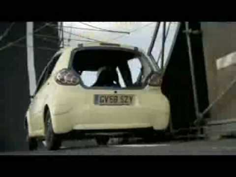 looping en toyota aygo chauss e en dunlop autopulp. Black Bedroom Furniture Sets. Home Design Ideas