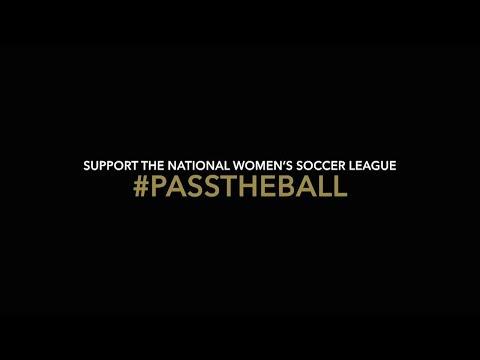 بالفيديو..إلين ديجينيريس وجوليا روبرتس تدعمان دوري كرة القدم للسيدات