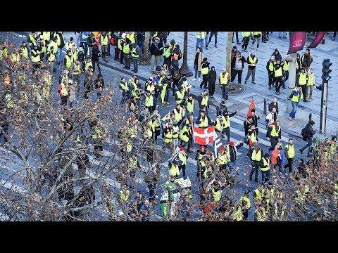 DIREKTE: Se de voldsomme demonstrasjonene i Paris