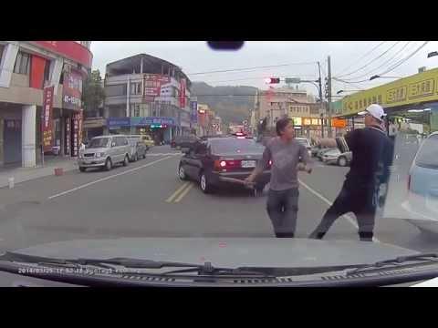 南投草屯行車糾紛 抄傢伙打架